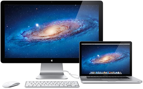 Macbook Pro conectado ao Apple Thunderbolt Display